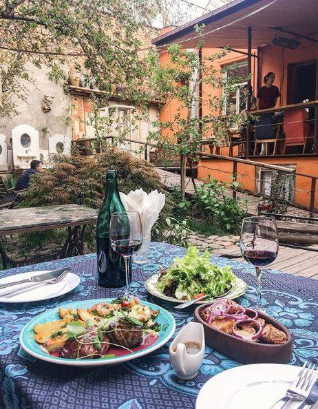 open cafes in Tbilisi
